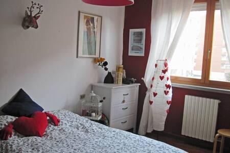 Stanza con bagno privato e balcone e colazione - Opera - Wohnung