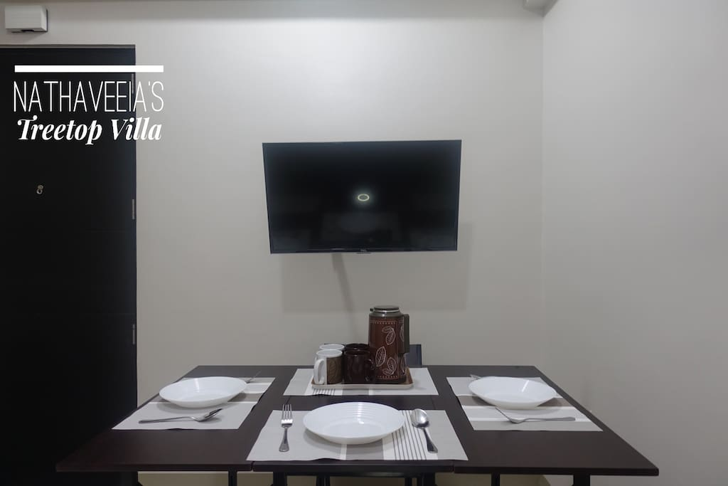 Dining table- 4 seater