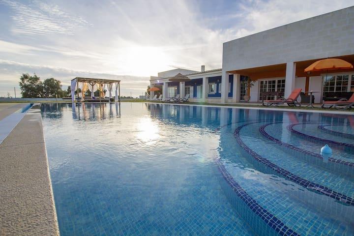 Luxury 4 Bed Villa with Pool & Jacuzzi near Alvor - Alvor - Casa