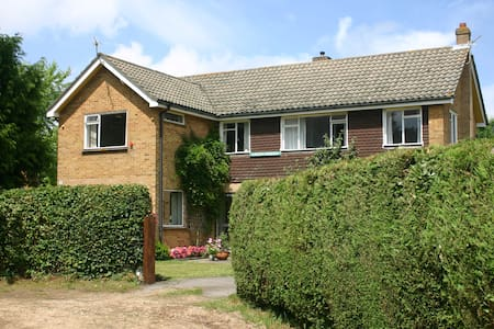 Room in large house in Cadnam, Hampshire - Cadnam - Casa