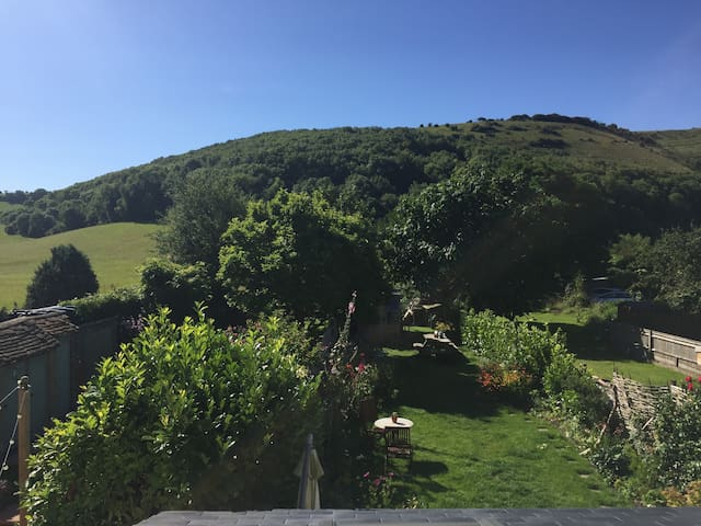 Fabulous Views of South Downs (sleeps 4)