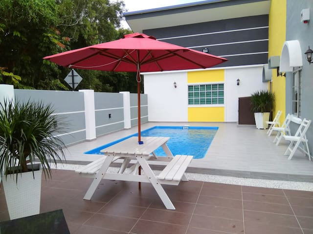 H&H 1 (Private Pool, 16 Pax) - Melaka - House