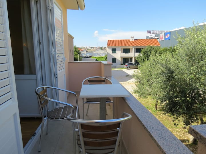 Studio Apartment, 70m from city center, seaside in Novalja - island Pag, Balcony