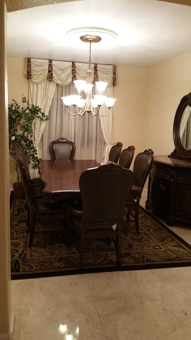 Large room with private bath houses for rent in miami for Best private dining rooms miami