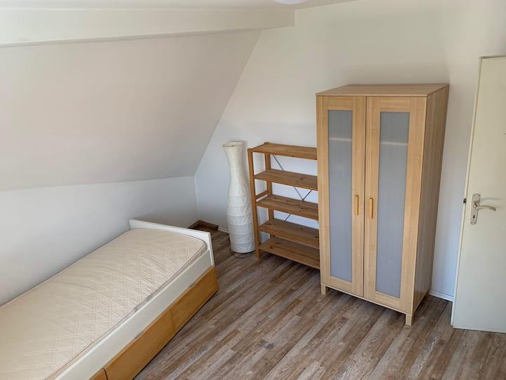 Schönes Zimmer in 4er WG, renoviert, Studenten WG