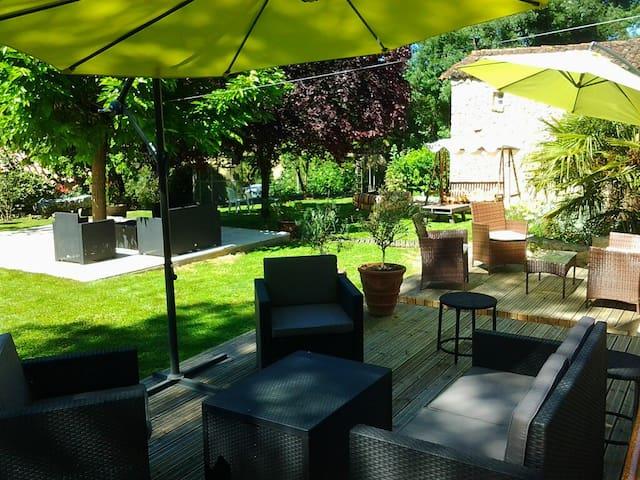 Gîte Piscine Pool house Cuisine pro AU DIAPASON - Cézan - Huis