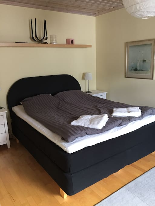 Bed 160 cm room 1