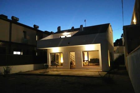 CCl / 3 Habitaciones dobles para 6 casa espaciosa - Sant Antoni de Calonge - House