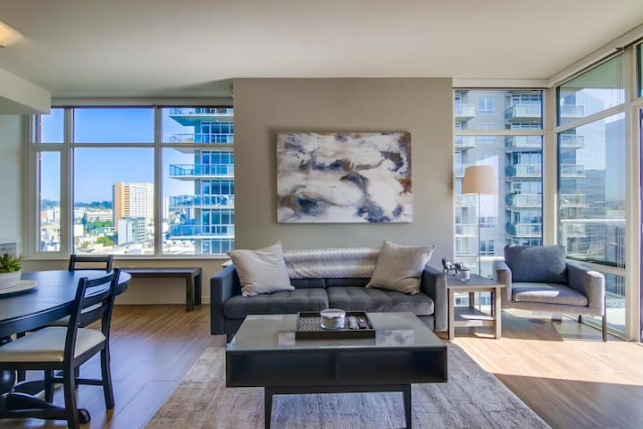 Luxurious San Diego 2 Bedroom Unit in Little Italy