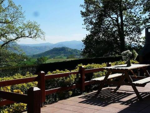 Maison dans endroit calme au pied des montagnes