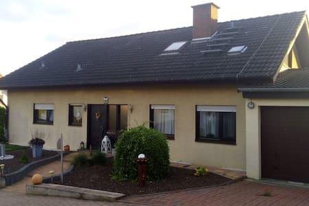 Lenas Ferienzimmer (mit Küche) - Biebelnheim - 一軒家