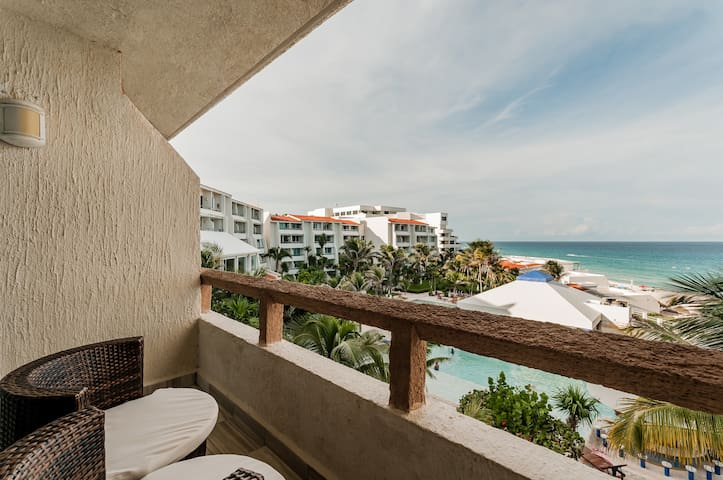 Cancun's Hotel Zone Ocean View Beach Condo 1606