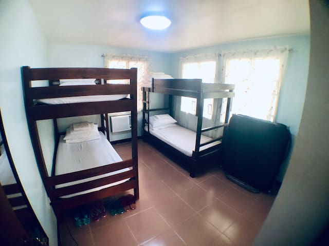 AC Room w/ living room & kitchen 7min from airport