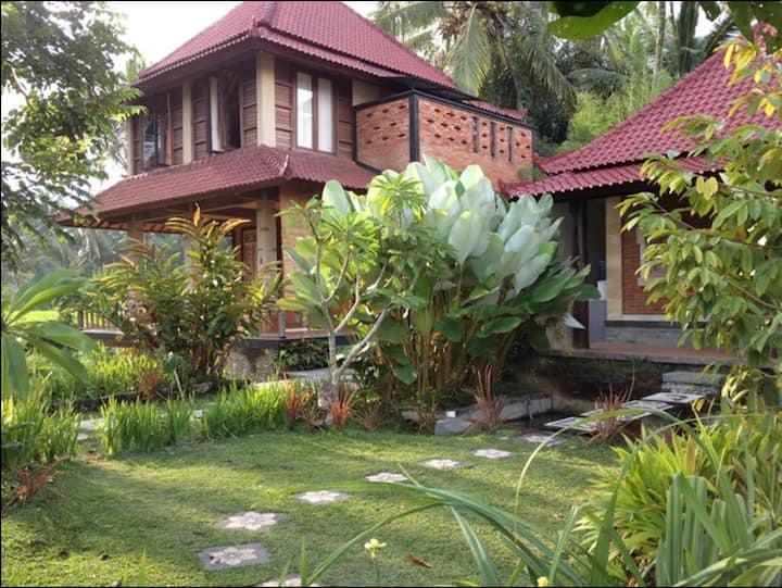 Sweet Villa with Ample Patio + Amazing Paddy View