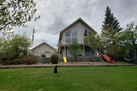 Beautiful Lake view House on Buffalo Lake, AB.