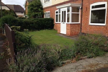 3 bed house in Prestbury close to racecourse - Prestbury - บ้าน