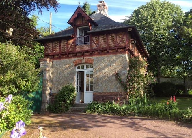 maison indépendante dans parc - Guichen