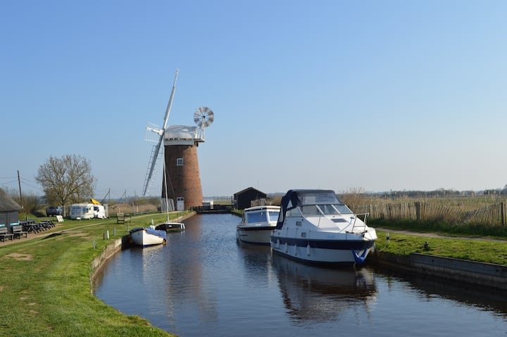 Walk to Horsey's seal colony, beach & The Broads