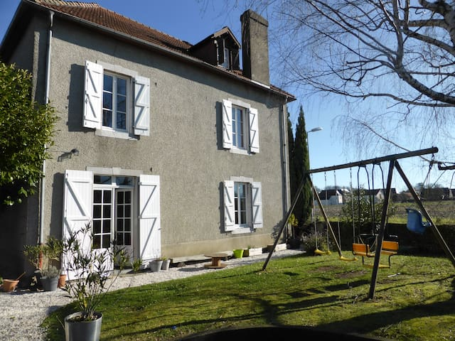 Ancienne béarnaise vue pyrénées - Poey-de-Lescar - Huis