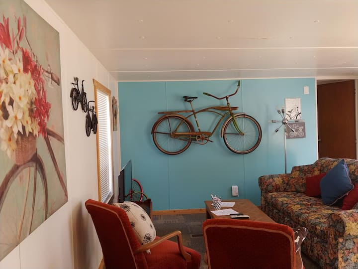 The Bicycle house! cool, close to lake, pets OK