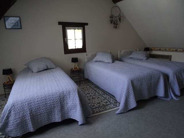 La 2nd chambre 3 lits 90 (lits jumelables)