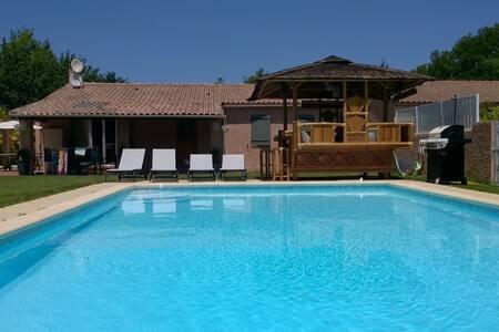 VILLA AVEC PISCINE PROCHE CENTRE VILLE - Aix-en-Provence - Villa
