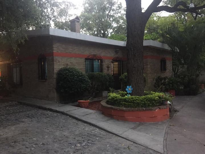 Hermosa casa en el antiguo casco de García