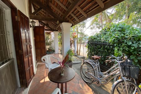 Sunset house on the Mekong with Wifi and bicycles
