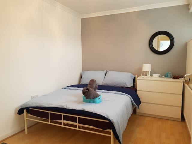 Large Double  room ( 1 ) near Excel centre E16
