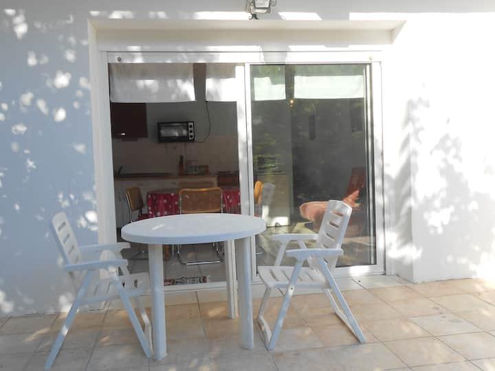 GARD - One storey apartment in quiet villa