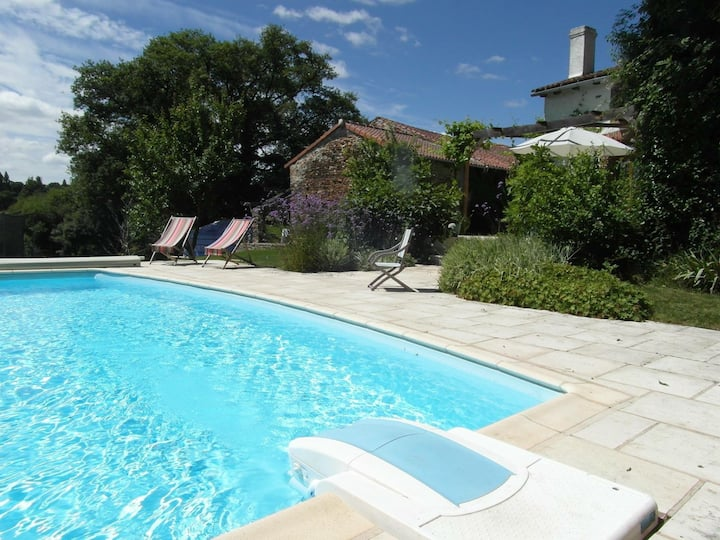 Charming rural gite, shared use of pool/games room