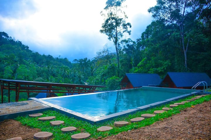 06 Private cottages with an Outdoor pool (17P)