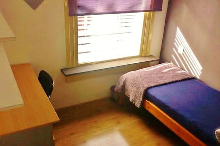 Small, cozy single room + bike - Rotterdam - Sala sypialna