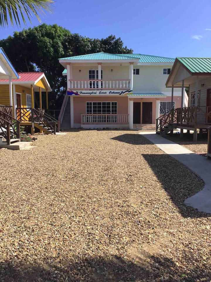 Hummingbird Estate Cabanas B&B Gated Community