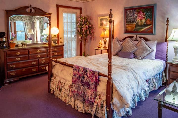 Colettes Queen Suite - Cliff Cottage Inn