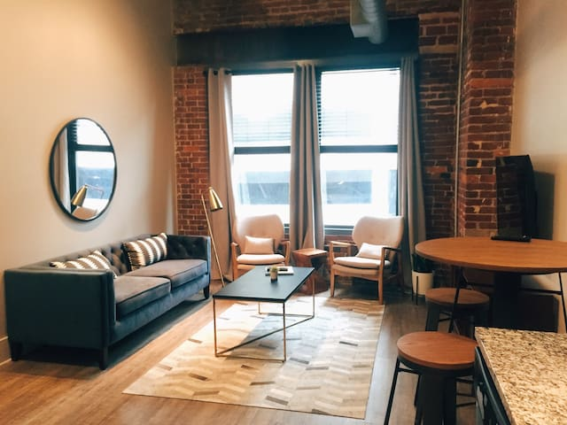 Downtown Historic Loft > 1 BLOCK to BROADWAY!! 407