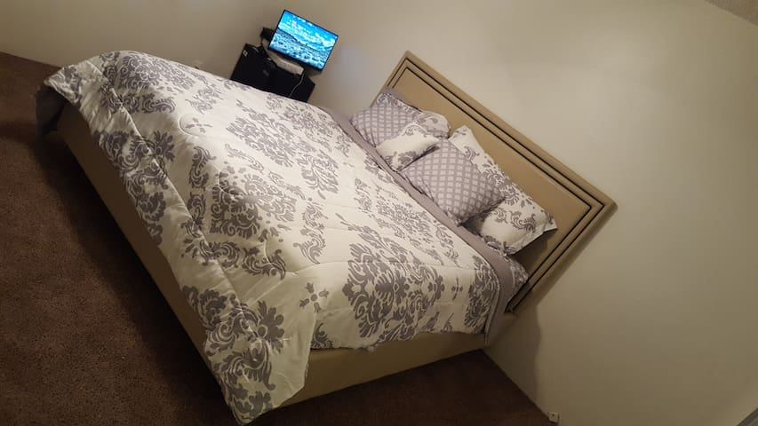 King Room With 3 Beds Available & Bathroom In Loft