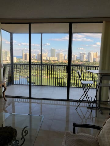 Renovated Apartment in Aventura. Min.2 years rent