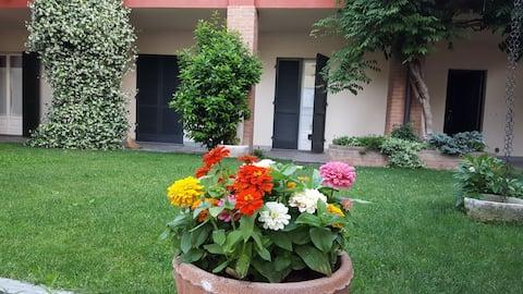 La casa rossa: appartamento con giardino condiviso