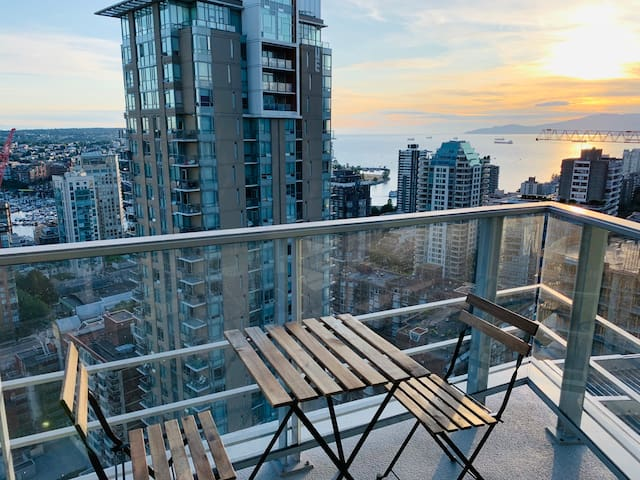 Unforgettable New Luxury Condo with Ocean Views!