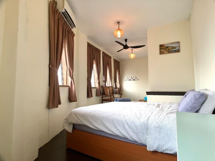 Olaedoen-jib@Lebuh Pantai|Room 1|BEST Loc|WIFI |AC