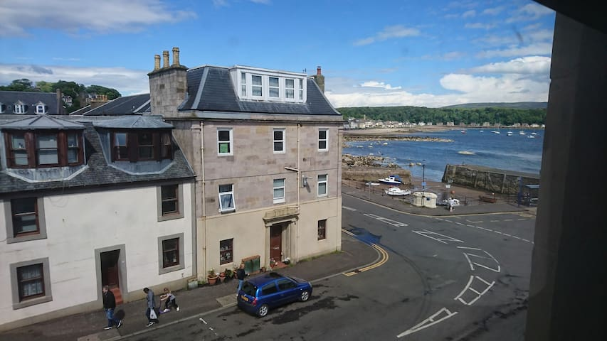 Small bright attic flat in Millport