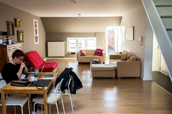 Une chambre dans un bel appartement au centre!
