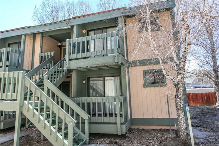 Boulder Bay Lakeside Suite Condo - Walk to Lake! WiFi and Cable TV!