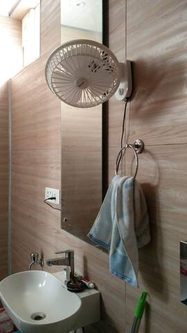 ★Rooftop Studio Apt w/ Sun Deck. 2min to Metro★