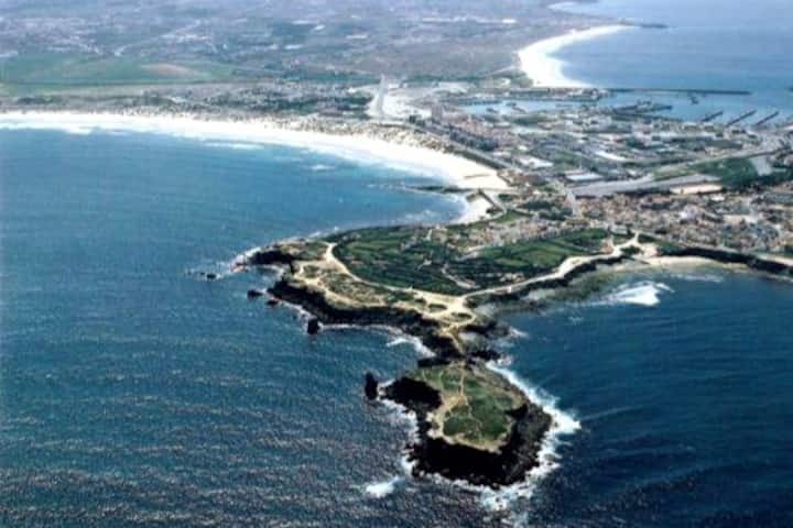 Short walk to Beach And Surf from Baleal Apartment