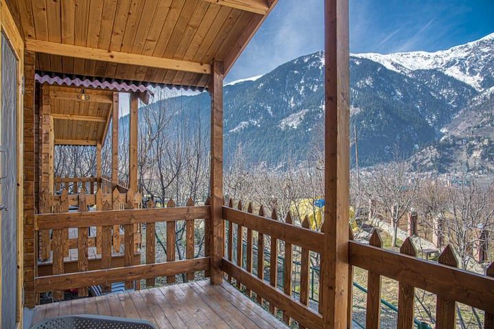 Quaint Cottage:Apple Orchards | Balcony | Mountain