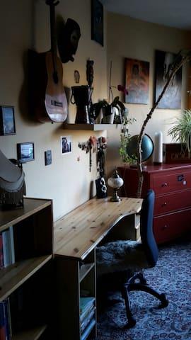 Gemütliches Zimmer, zentrale Lage - Kiel - Lägenhet