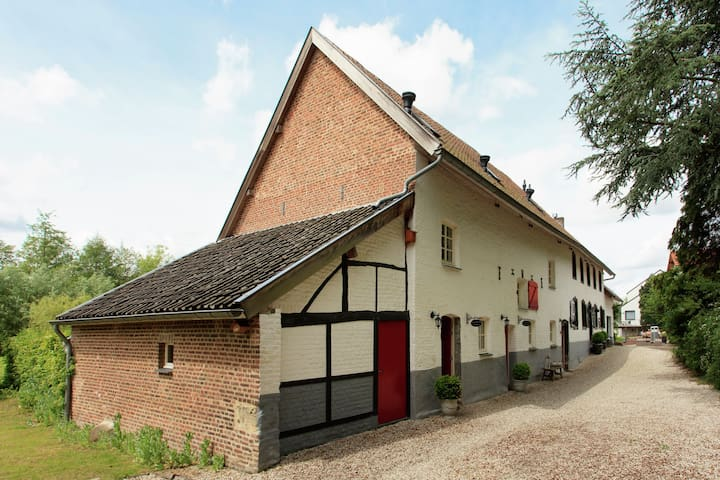 Cosy holiday homes in Slenaken, South Limburg with views on the Gulp valley.