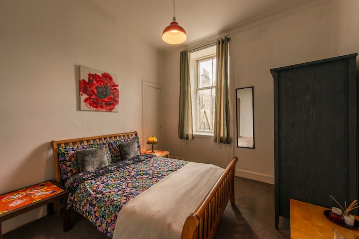 Central Location: Charming Private Bedroom